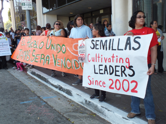 Parents protest Semillas closing