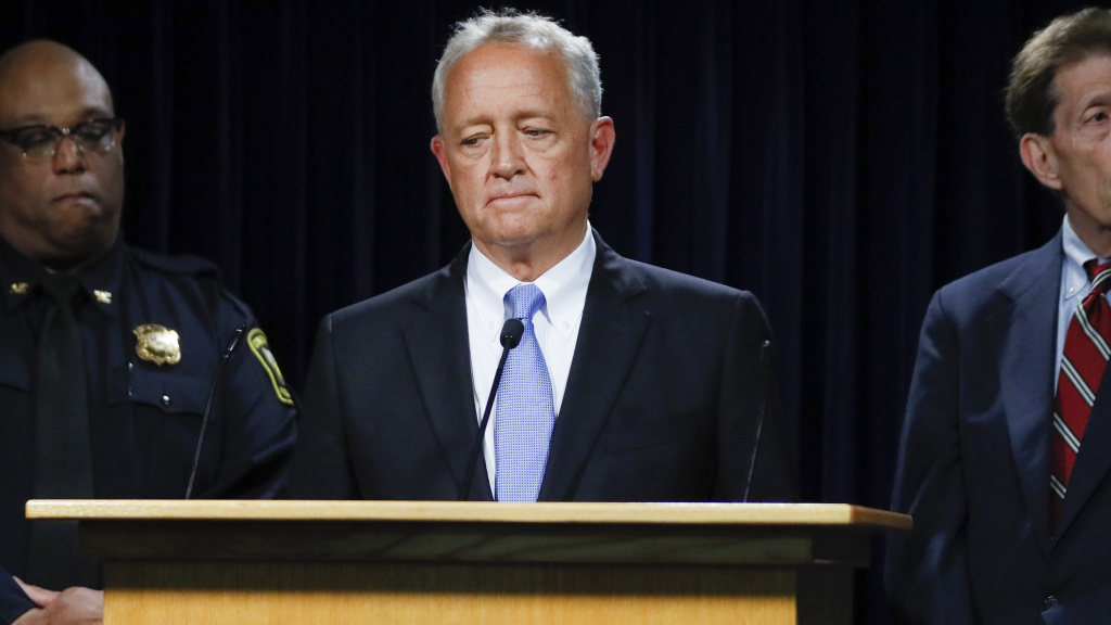 Hamilton County Prosecutor Joseph Deters speaks alongside Franklin County Prosecutor Ron O'Brien (right) and Cincinnati Police Chief Eliot Isaac (left) during a news conference to discuss cases linked to Samuel Little.