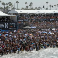 A large crowd watches the US Open of Sur