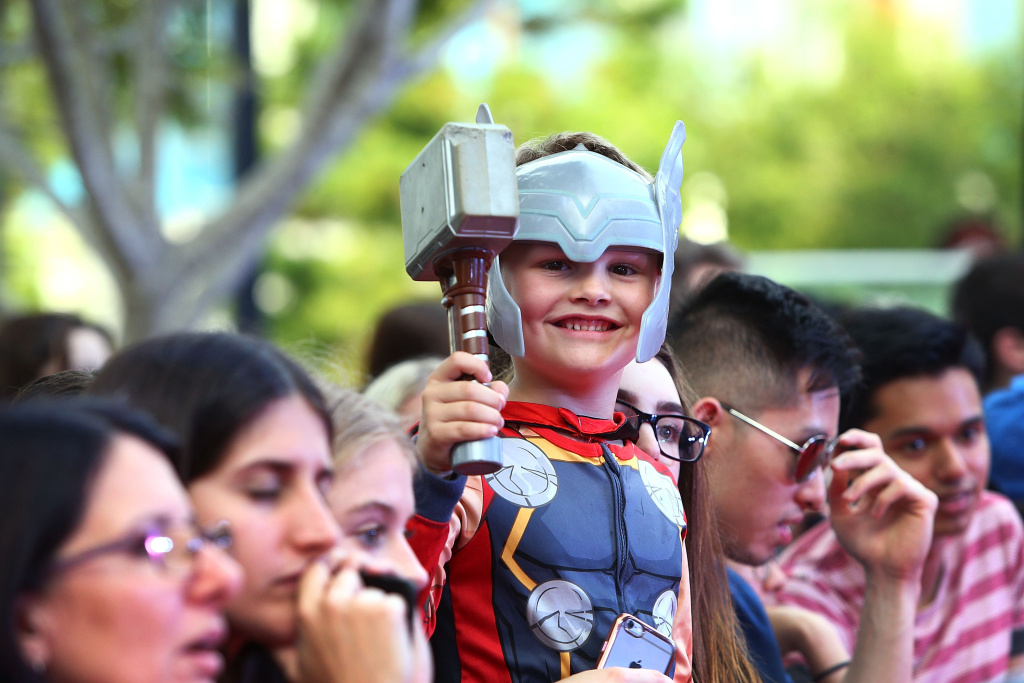 Young fans await the arrival of Chris Hemsworth for the Australian Premiere of Thor: Ragnarok on October 13, 2017 in Gold Coast, Australia.