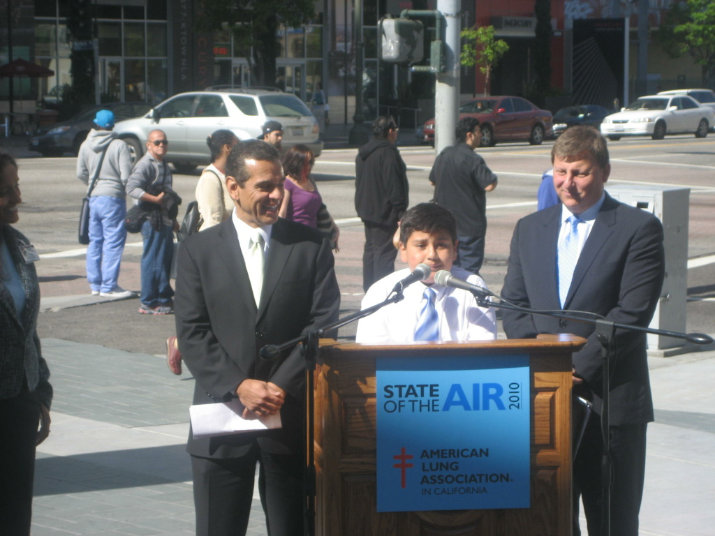 10-year-old Jorge Campos talks about air pollution with Los Angeles Mayor Antonio Villaraigosa and L.A. Metro Board Chairman Ara Najerian.