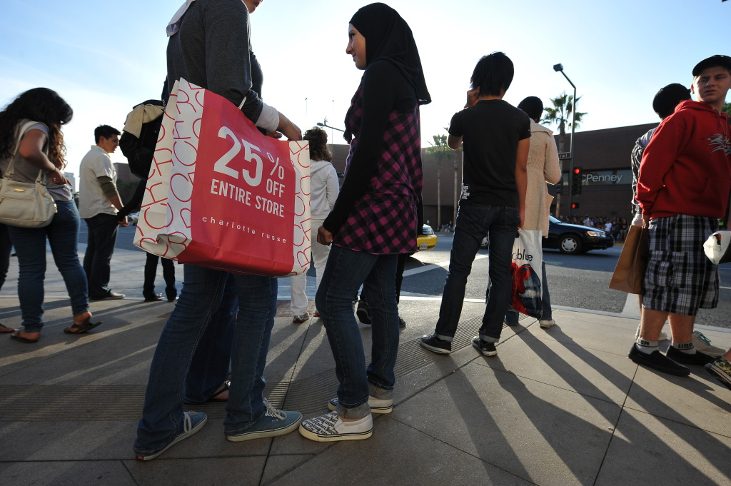 Shoppers wait to cross the street from The Americana at Brand shopping complex to the Glendale Galleria shopping mall in Glendale, California on November 27, 2009.  The National Retail Federation said it expected 134 million people to be out shopping on 'Black Friday,' the big shopping day which comes one day after the Thanksgiving Day holiday, as well as on following Saturday and Sunday.