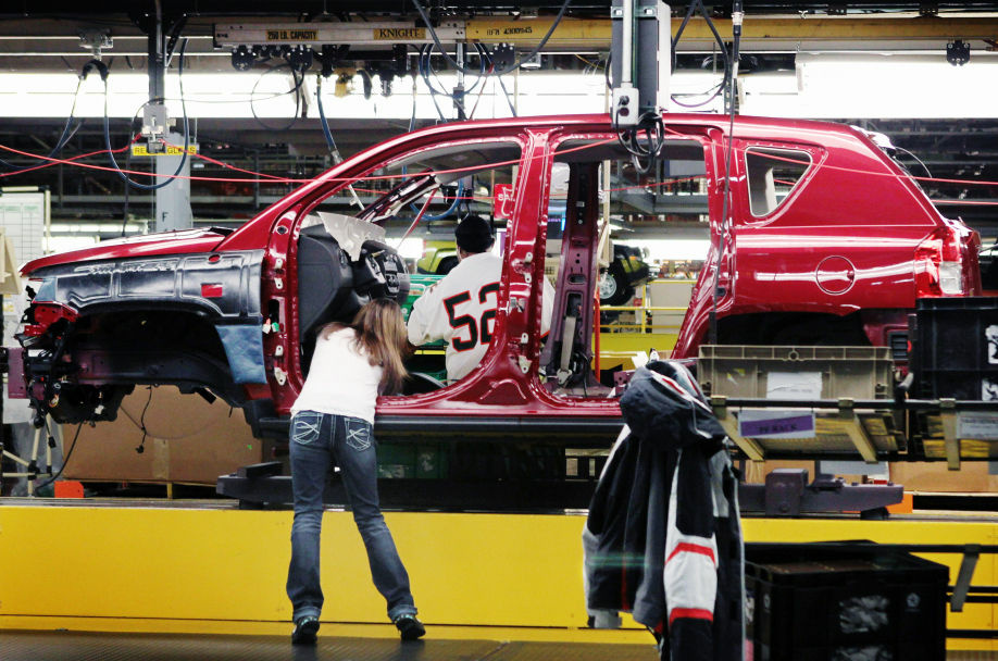 Workers build a Jeep Compass at the Chrysler assembly plant in Belvidere, Ill. U.S. growth continues to contract despite a good performance by the auto industry.