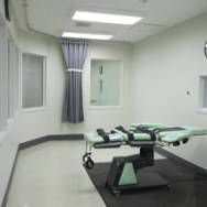File: San Quentin lethal injection chamber.