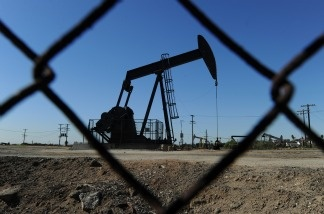 Oil pumps in operation at an oilfield near central Los Angeles on February 02, 2011.  Oil prices fell to near $89 a barrel Friday as doubts intensified over whether political leaders in Washington would be able to reach a deal on the budget before a package of tax hikes and spending cuts automatically kicks in with the new year.