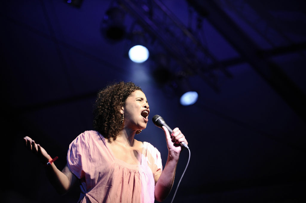 US singer Neneh Cherry performs during the Fnac Indetendances festival on August 7, 2009 in Paris.