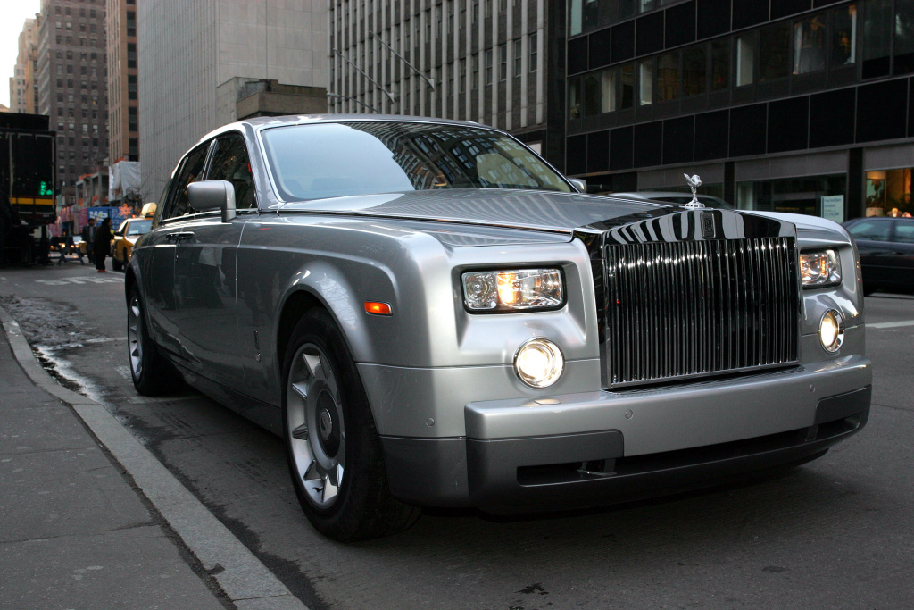 Kevin Roose spent a day as a billionaire, being driven in a Rolls Royce throughout Manhattan.
