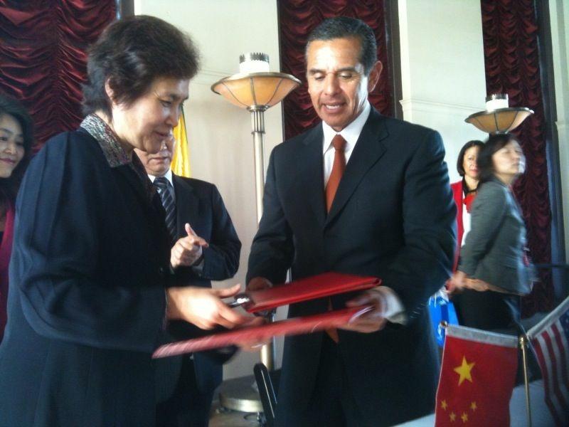 Mayor Antonio Villaraigosa signs a non-binding Memoradum of Understanding designed to promote Chinese investment in Los Angeles.