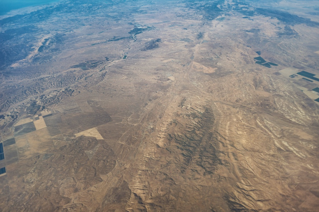 An aerial view of a stretch of the San Andreas Fault north of the Carrizo Plain, east of San Luis Obispo and Paso Robles. The fault runs from top to bottom down the center of the photo.