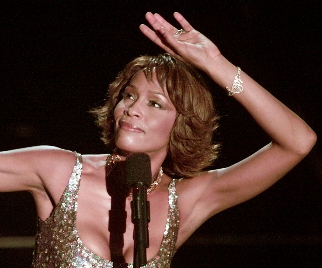 "Whitney Houston strikes a pose during her performance at the Shrine Auditorium in Los Angeles, Monday, April 10, 2000, during taping of the ""25 Years of #1 Hits: Arista Records' Anniversary Celebration."""