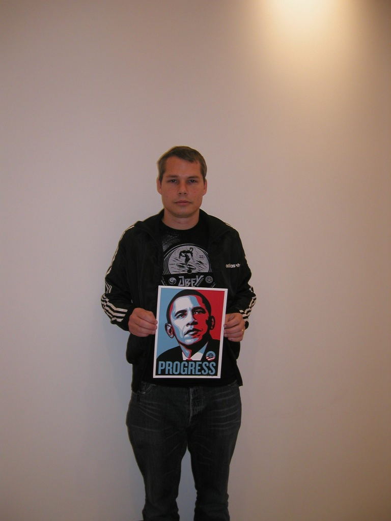 Shepard Fairey holding a letter sent by Barack Obama, thanking him for the portrait.