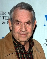 Actor Tom Bosley attends the 'Happy Days' 30th Anniversary Reunion at the Museum of Television and Radio on January 27, 2005 in Beverly Hills, California.