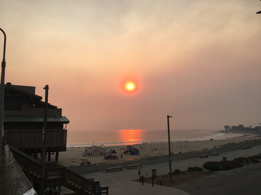 Smoke from the Thomas fire looms over the Ventura Pier.