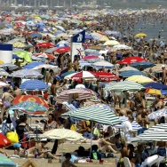 SPAIN-HEAT WAVE-BEACH