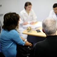 An doctor speaks with a patient during a medical consultation.