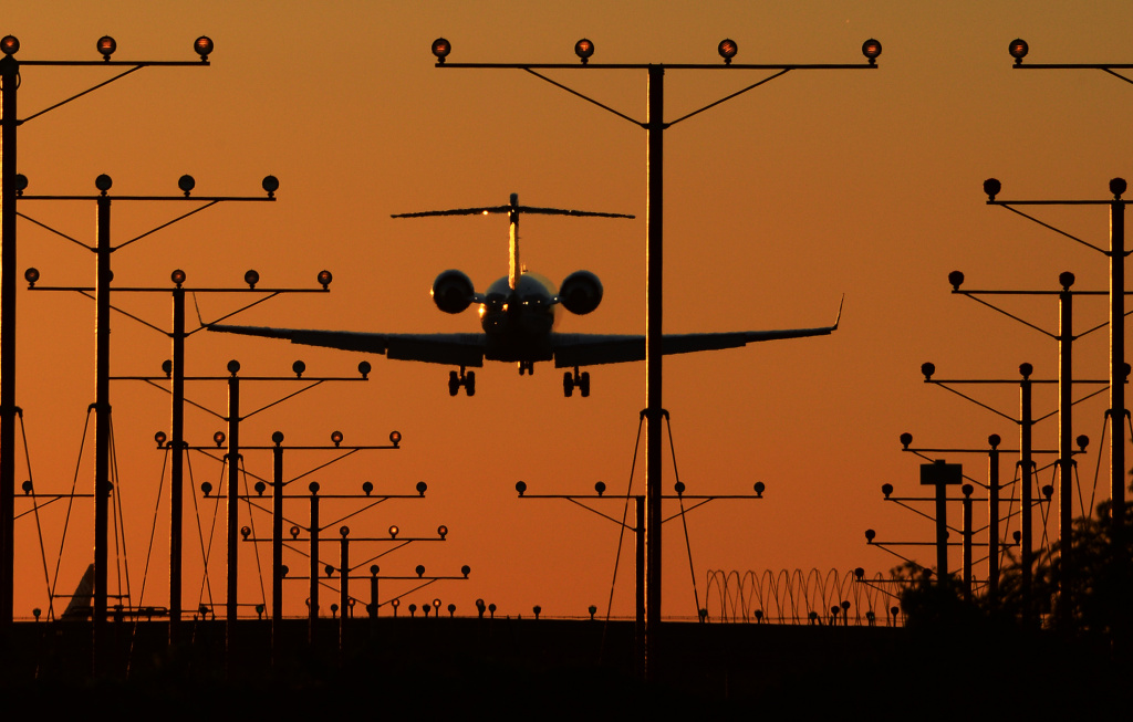 A plane comes in for a landing at Los Angeles International Airport (LAX) at dusk November 1, 2013.