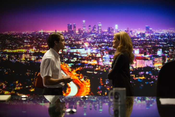 (Left to right) Jake Gyllenhaal as Lou Bloom and Rene Russo as Nina Romina in