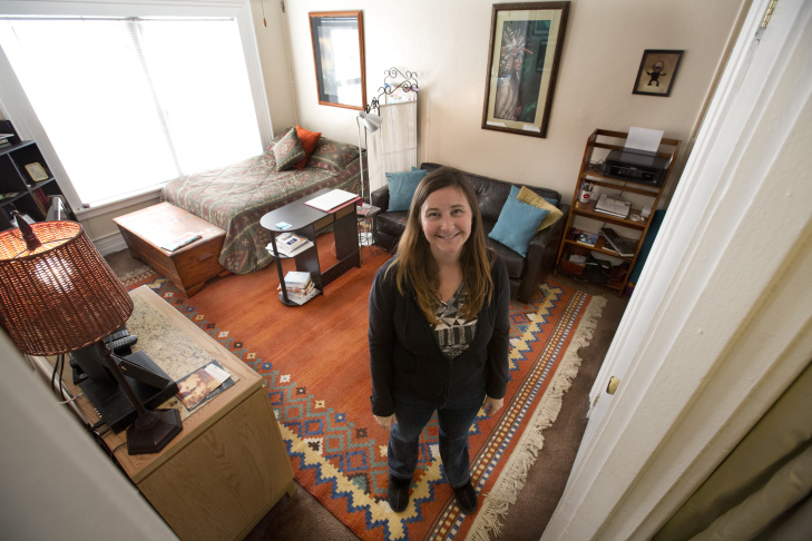 Actress Dawn Davis Lives In 380 Square Feet Apartment The South Park Neighborhood Of Downtown