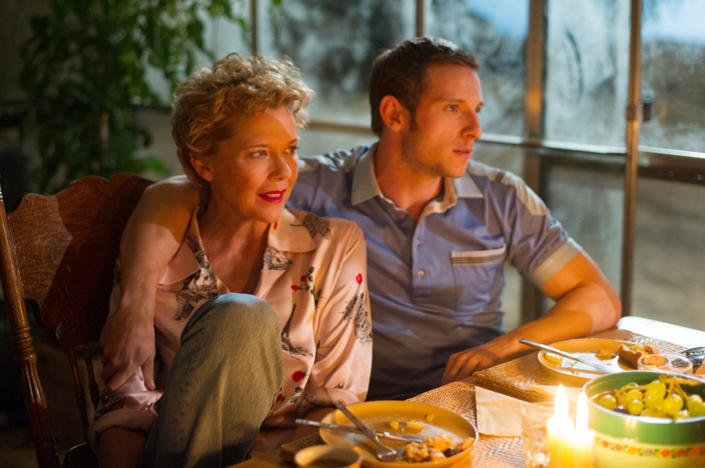 Annette Bening and Jamie Bell portray the relationship between Gloria Grahame and Peter Turner in