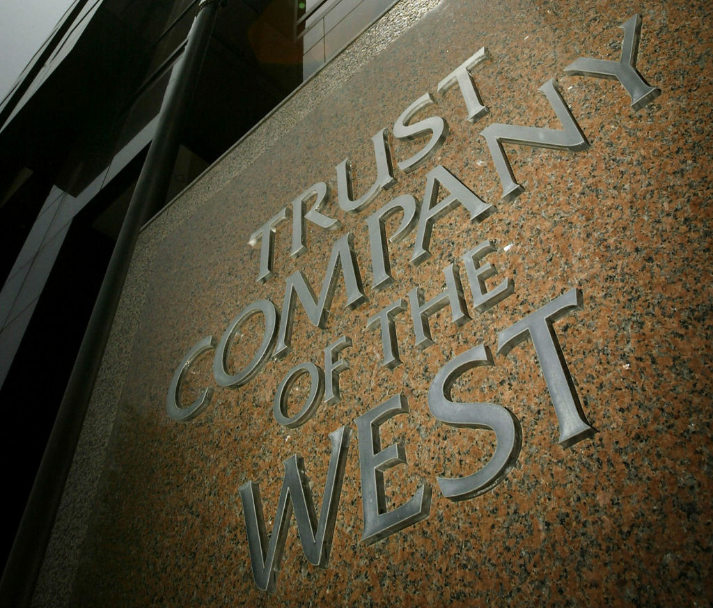 The Carlyle Group, a huge private-equity firm, has hit snag with its purchase of a majority stake in TCW, one of the big bonds finds headquartered in California.