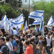 Tel Aviv university students show support for Israel on June 2, 2010.