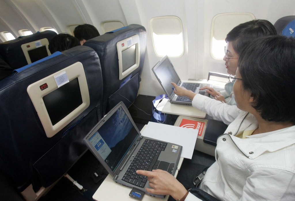 Faa Says You Can Use Electronic Devices On Planes What You Need To Know 89 3 Kpcc