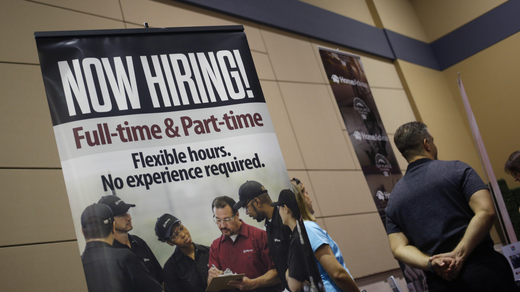 US Employment Climbs Less Than Expected In May