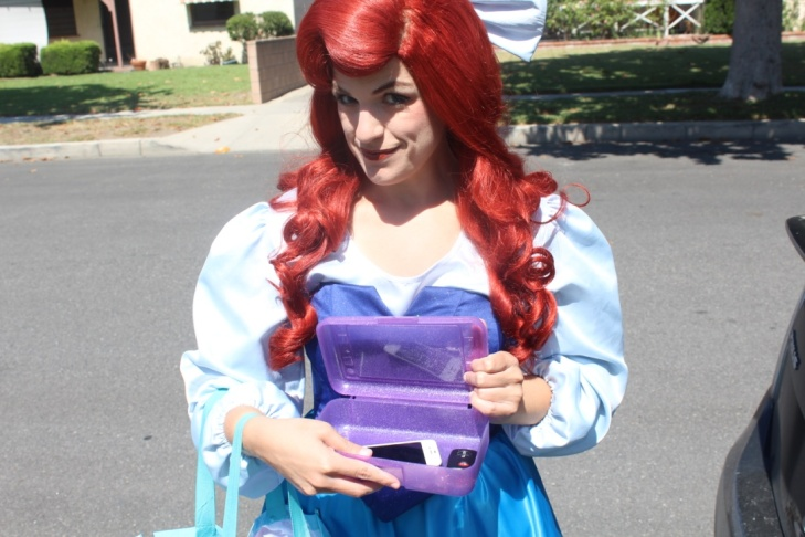 Michele, dressed as the Ice Princess, stops for a coffee on her way to Santa Monica.