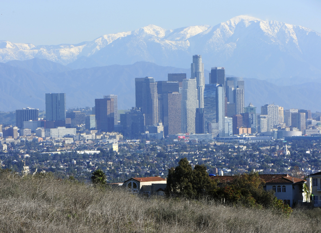 Does downtown Los Angeles fall on the east side or west side of the city? After all, it IS west of East Los Angeles...