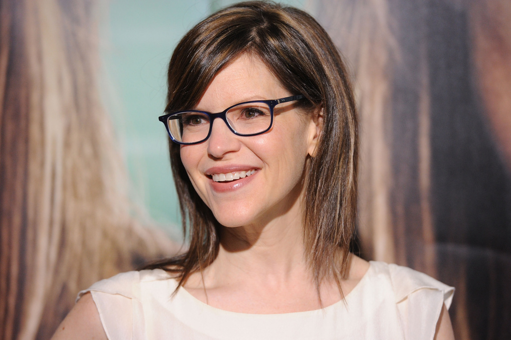 Singer Lisa Loeb arrives at HBO's Premiere of