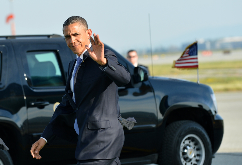 US President Barack Obama waves as he arrives at San Francisco International Airport in San Francisco, California, on April 3, 2013.