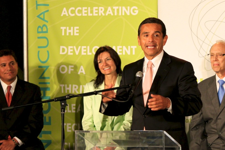 Mayor Villaraigosa praises Los Angeles' new Cleantech Incubator.
