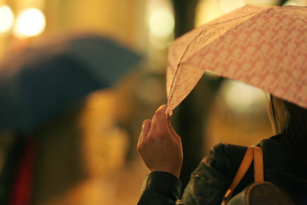 A commuter holds her umbrella while waiting for a bus in Rainier Square on 4th Avenue during evening rush hour January 10, 2006 in Seattle, Washington.
