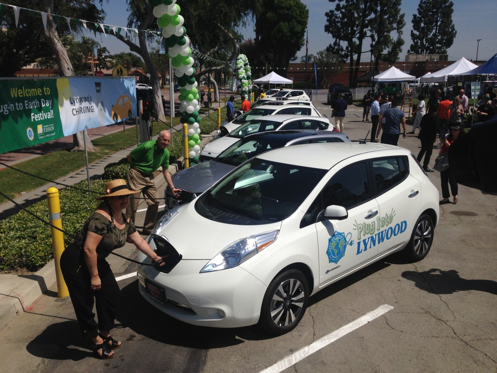 Lynwood Mayor Maria Santillan-Beas and SoCal Edison President Ron Nichols at the opening of an electrical vehicle charging station in Lynwood on April 22, 2017.