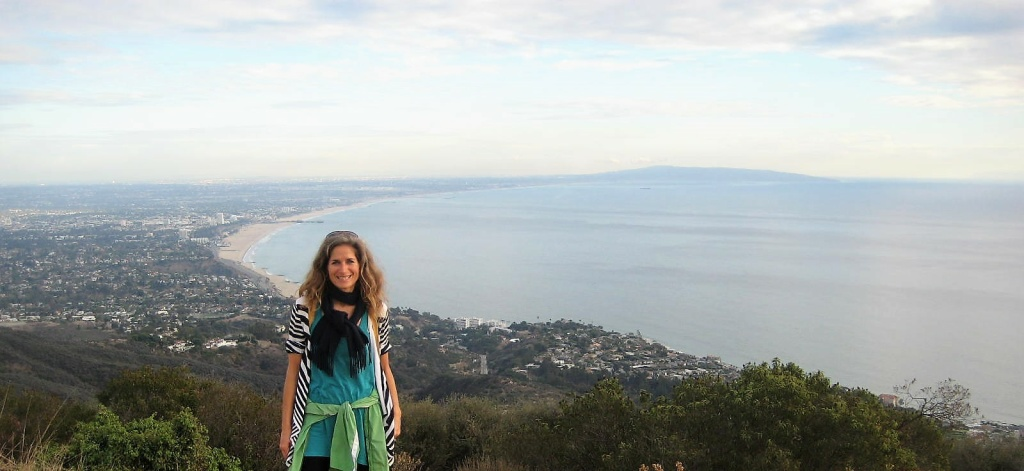 Simone Kussatz poses in front of the coast while on a hike.