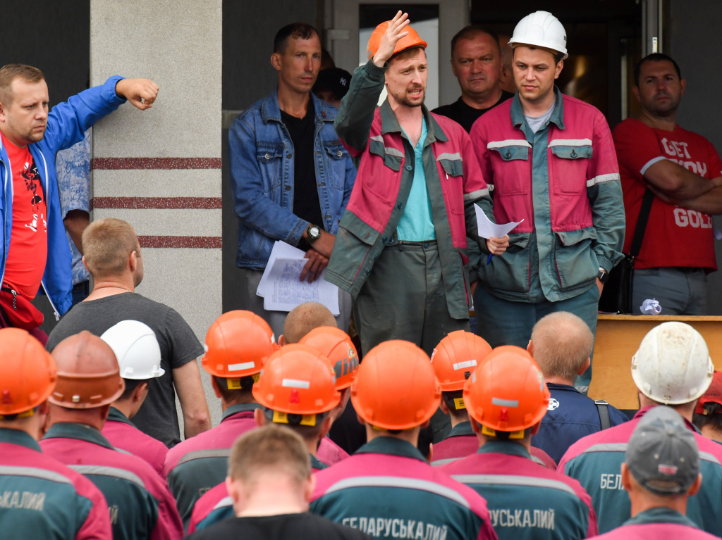 Workers of Belaruskali, Belarus' major producer of potash fertilizers, striked on Tuesday in support of anti-government protests.