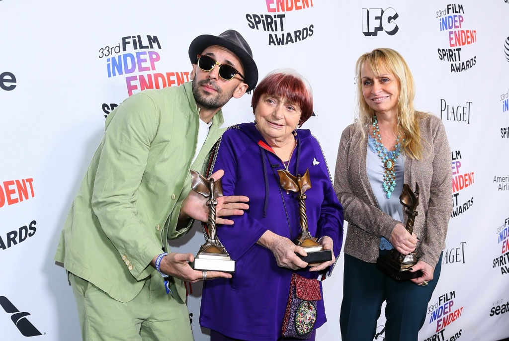 (L-R) Agnes Varda, JR and Rosalie Varda pose with their awards for Best Documentary for
