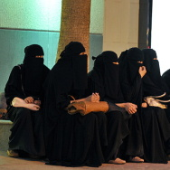 Saudi women wait for their drivers outsi