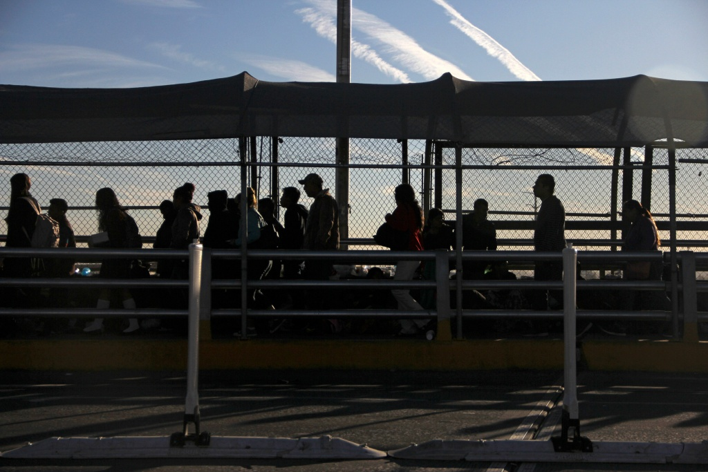 Central American migrants wait at the Paso del Norte international bridge in Ciudad Juarez, Mexico, in the border with the US, on October 29, 2018.