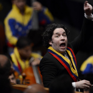 Gustavo Dudamel conducts the Simon Bolivar Symphony Orchestra during the ministers swearing-in ceremony in Caracas on April 22, 2013.