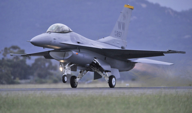 A US Air Force F-16 roars down the runwa