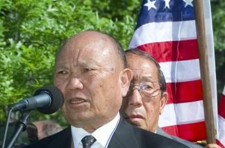 (11 May 2000) Former Hmong general Vang Pao with Lao veterans after laying a wreath at the Vietnam Memorial in Washington, DC, marking the 25th anniversary of the end of the Vietnam War in Laos.