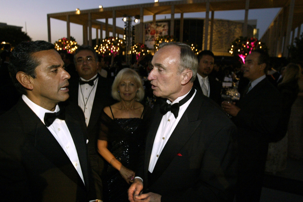 Mayor Antonio Villaraigosa speaks with chief of police William Bratton during his black tie Inaugural Gala held at the Dorothy chandler Pavilion June 30, 2005. His last day in office is Sunday.