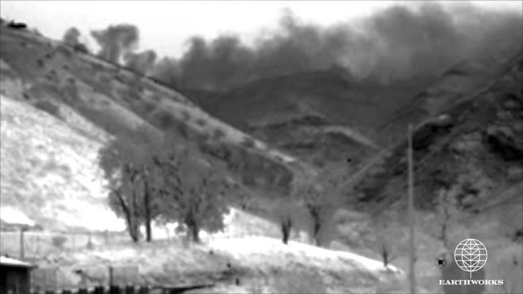 Infrared video making visible the Aliso Canyon leak from Southern California Gas (Sempra) natural gas storage field near the Porter Ranch community in Los Angeles County.