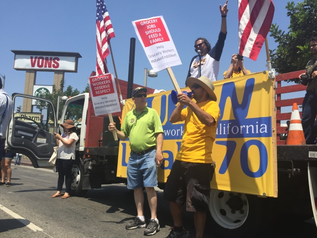 Union members and supporters marched from Lafayette Park to the Ralphs and Vons on 3rd and Vermont.