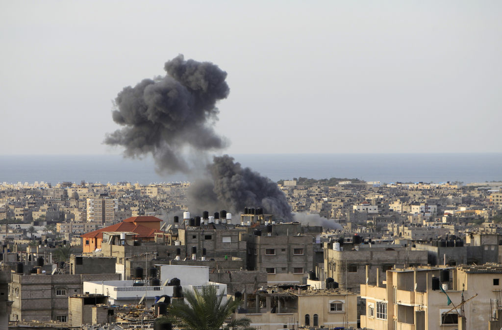 Smoke billows following Israeli air strikes in Rafah in the southern Gaza Strip on November 16, 2012. Israeli officials said the Jewish state was preparing to launch its first ground offensive in four years into the Gaza Strip and the army started calling up reservists.