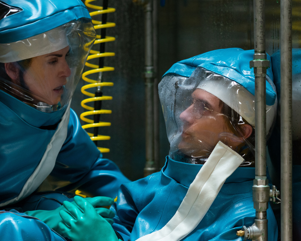 Dr. Nancy Jaax (Julianna Margulies) finds Dr. Peter Jahrling (Topher Grace) and shakes him awake to make sure he is OK during the Ebola investigation.