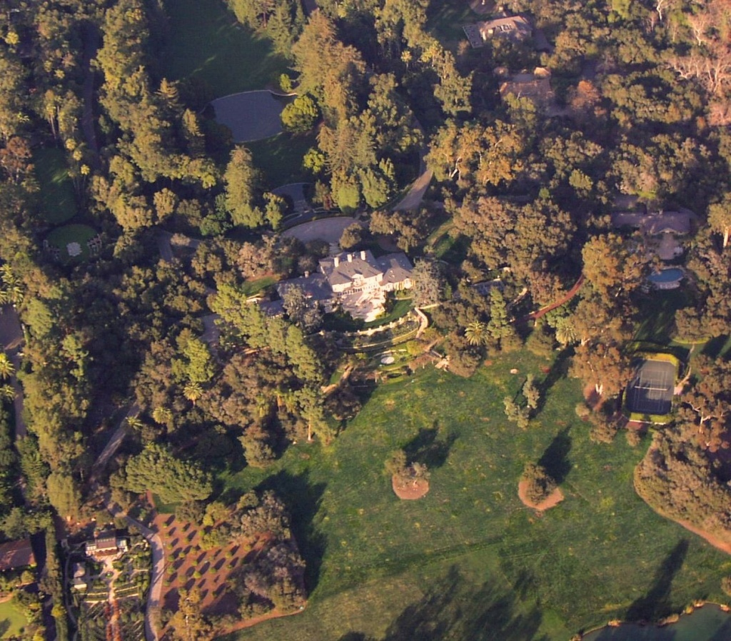 Oprah's estate, from the window of a small plane, located in Montecito, California. View from SSW. January 6, 2009.