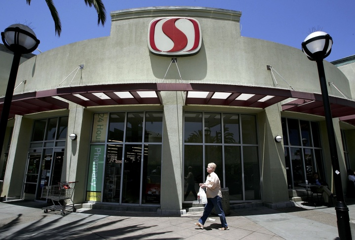 Safeway Posts Larger Than Expected Q2 Profit