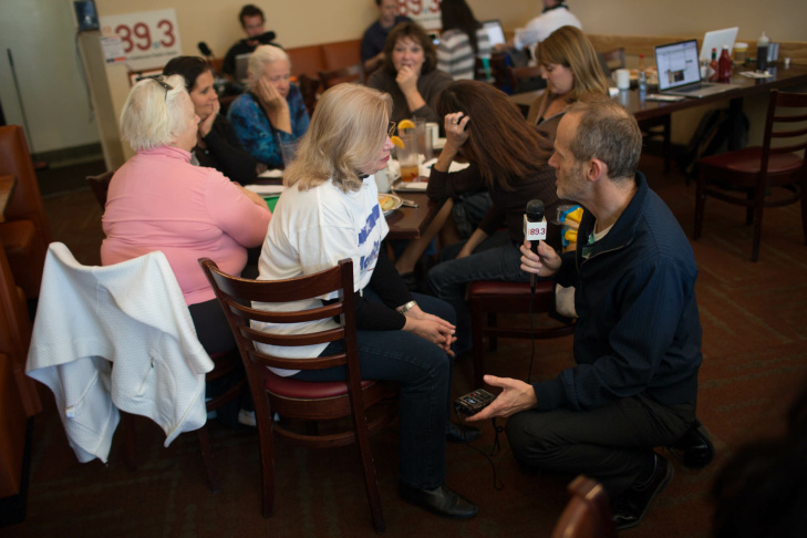 KPCC political reporter Frank Stoltze speaks with a patron at The Coffee Company in Westchester during KPCC's Dear Mayor event.